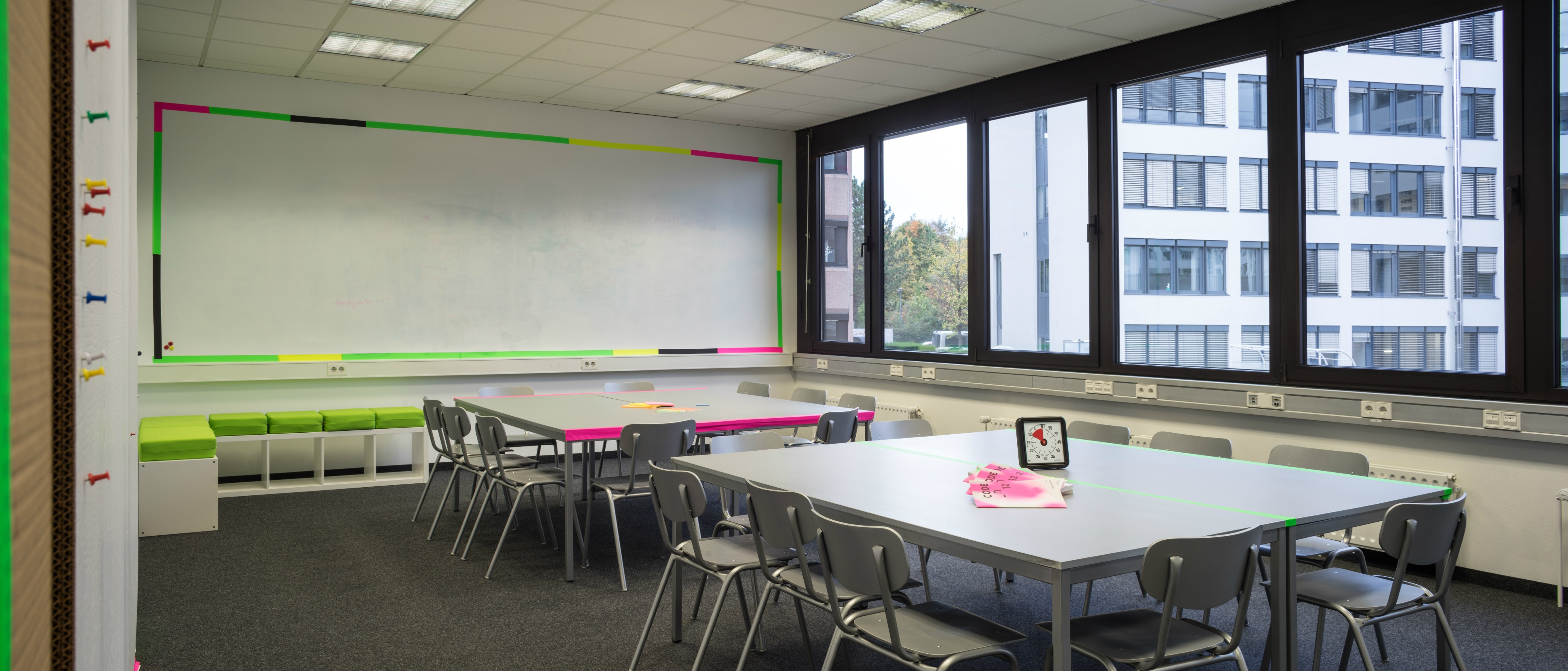 CODE_n SPACES Workshop Room 64m2 incl. writable and magnetic wall