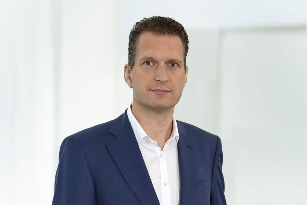 © Andy Ridder, JŸürgen Albert Junker, Vorstand der WŸüstenrot & WüŸrttembergische AG im Interview und Portrait